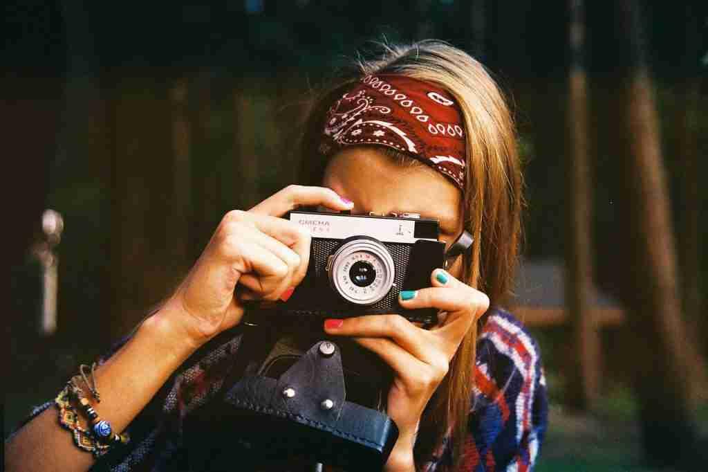 woman, camera, photographer-1245761.jpg
